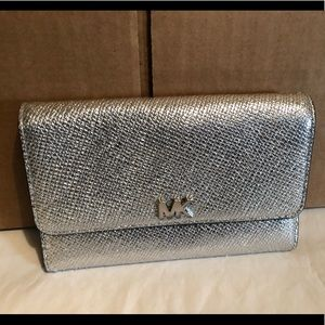 New Michael Kors Silver Multifunction Wallet